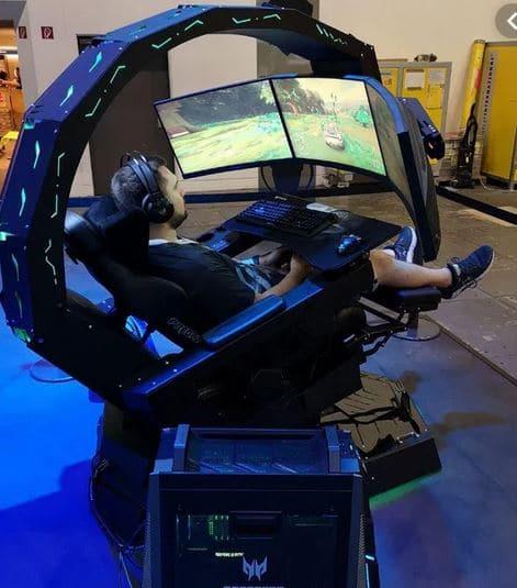 Juanlu probando la cabina gamer Predator Thronos Air, sencillamente maravillosa